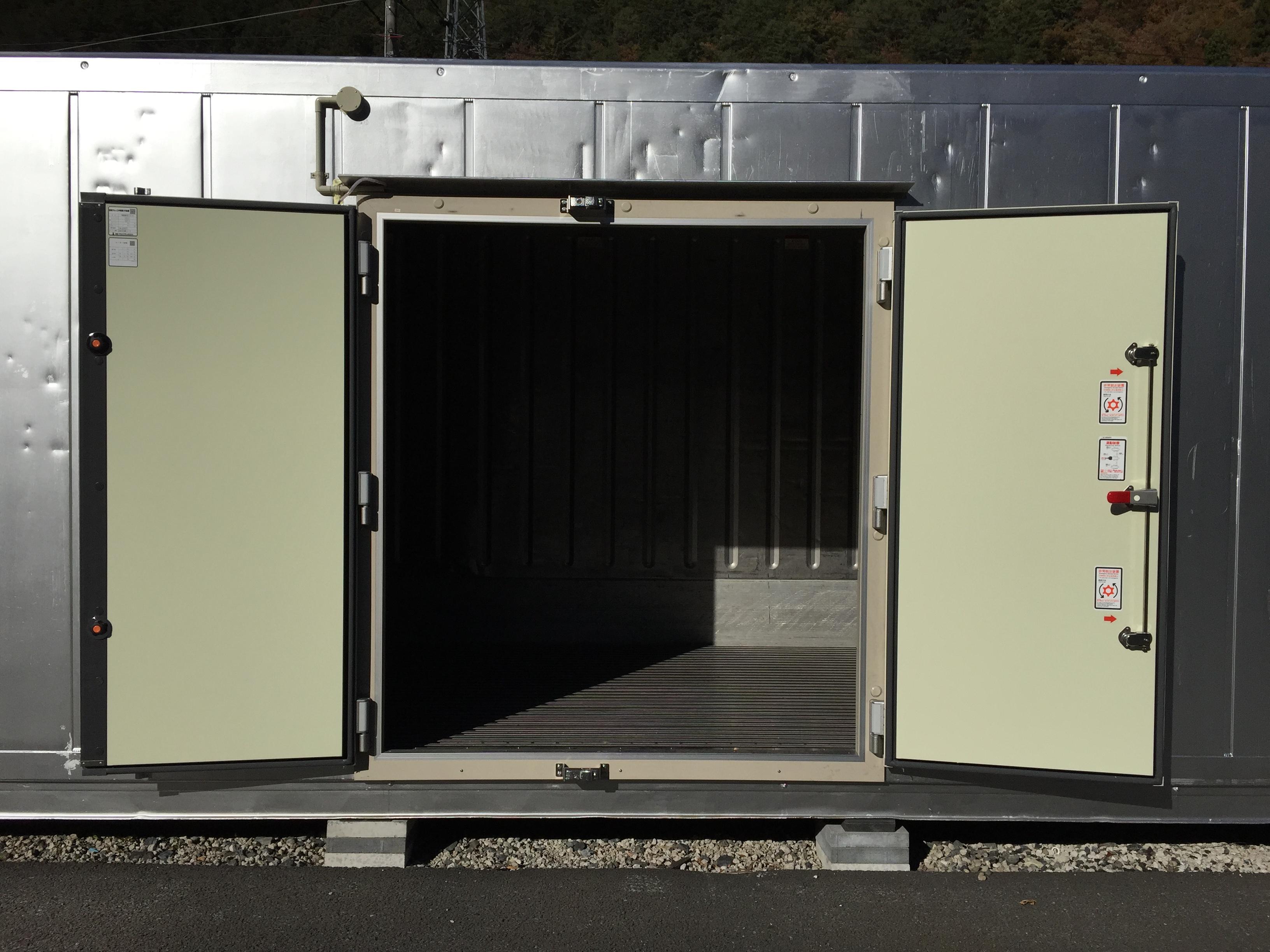 コンテナ 冷凍冷蔵用ドア取付